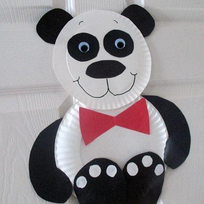 Plastik / Kağıt tabaktan Panda - Bu sevimli pandacık çocukların çok hoşuna gidecek. Okul öncesi minikler için güzel bir etkinlik.