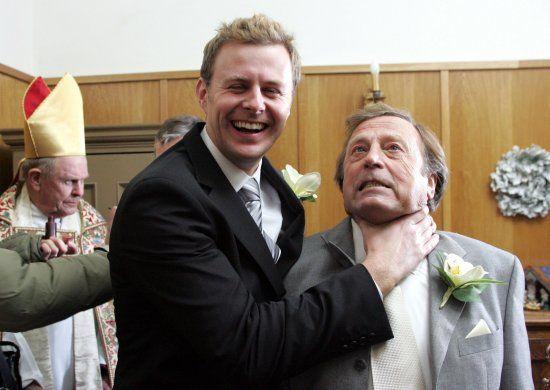 Behind the scenes at 'Emmerdale's Xmas wedding - Emmerdale News - Soaps - Digital Spy