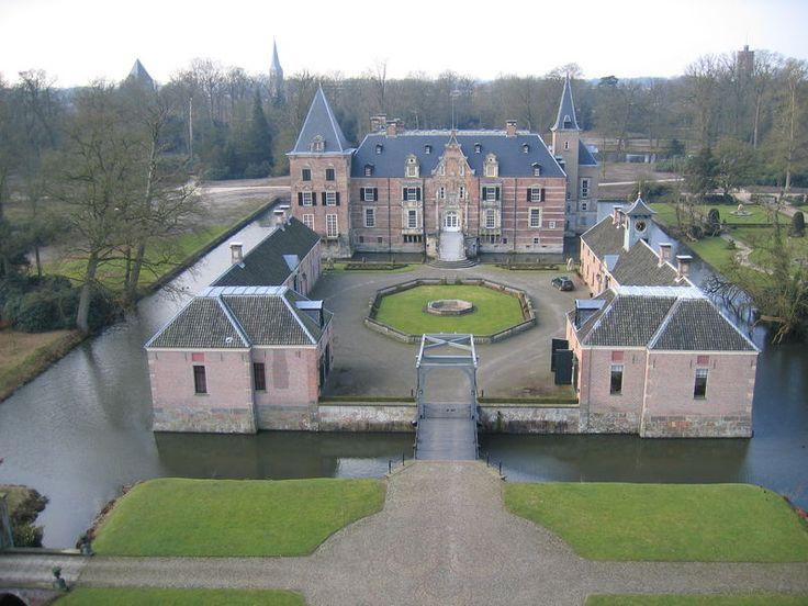 kasteel Twickel met voorplein en ophaalbrug te Delden