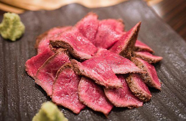 六本木焼肉 シャトーブリアン 焼肉 . . #beef #beefsteak #steak #tokyo #shibuya #food #foodporn #foodstagram #foodblogger #travel #traveler #travelgram #travelfood #めしてろ #メシテロ #渋谷 #ステーキ #熟成肉 #sonya7rii #sel50f14z #寿司 #sushi #肉 #にく #赤身 #tokyogc  #六本木 #roppongi