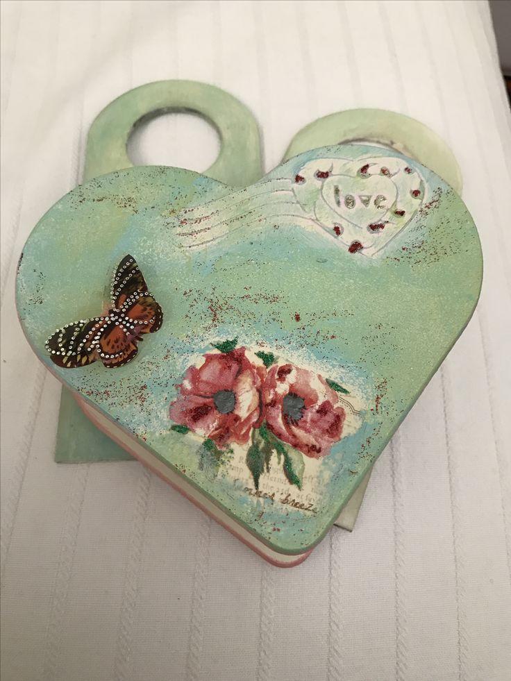 Ντεκουπαζ σε ξύλινο κουτί καρδιά Decoupage on wooden heart box