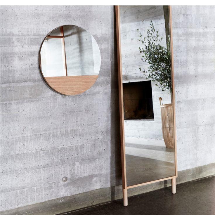 Lustro ścienne OAK marki Hübsch. Lustro w stylu skandynawskim. Minimalistyczna forma lustra jaką