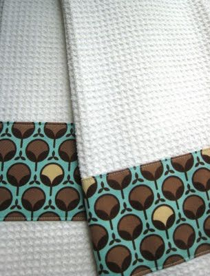 DIY...cute distowels...easy too :): Embellishments Dishes, Kitchens Towels, Teas Towels, Gifts Ideas, Diy Dishtowel, Hands Towels, Hostess Gifts, Dishes Towels, Housewarming Gifts