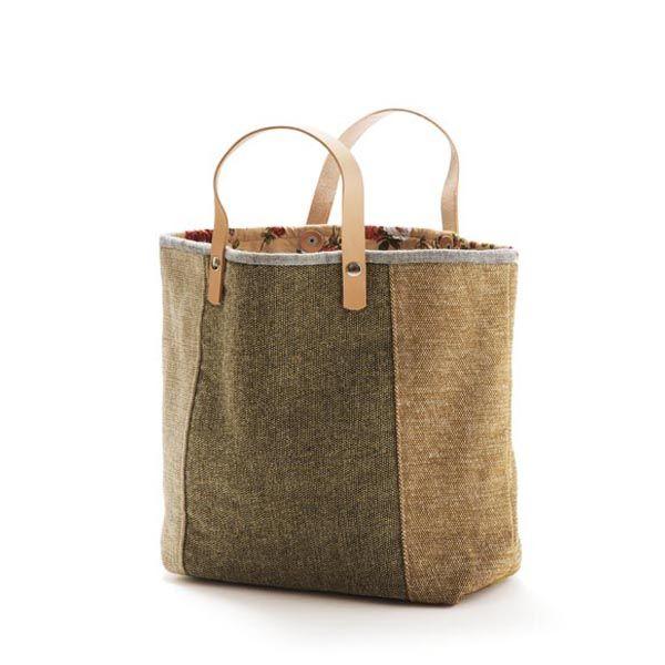 Tote bag – Mala estilo saco em tecido, forrada. Alças em couro natural. Pode ser usado no braço como na mão. Handmade - numerado. Medidas: 42 x 31 x 14 cm