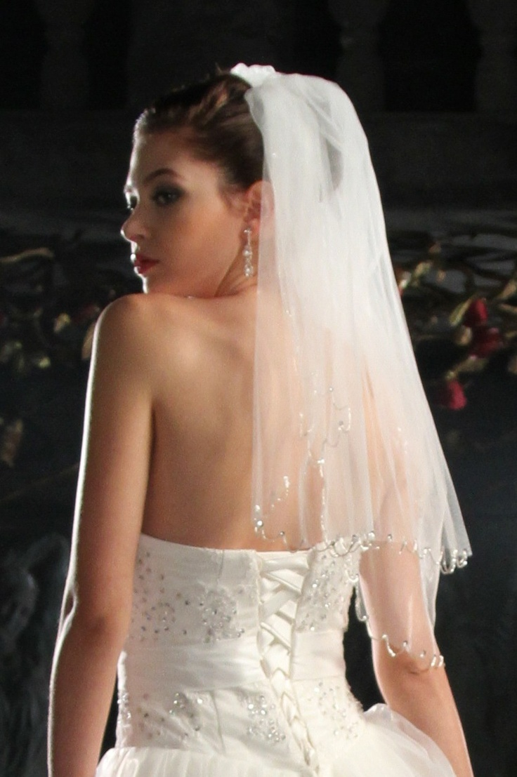pretty veilAnniversay Ideas, Wedding Veils, Bridal Veils, Beads Veils, Beads Edging, Tiered 31, Girls Stuff, Simply Bridal, Edging Veils