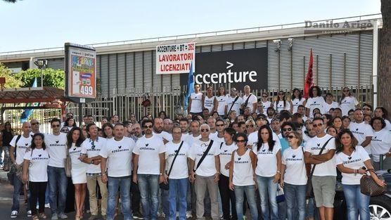 """""""Il 31 ottobre potremmo non lavorare più"""": la disperazione di 262 dipendenti Accenture"""