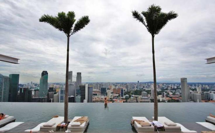 Бассейн на крыше в Сингапуре