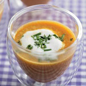 Recept - Tomatencappuccino met voorjaarskruiden - Allerhande