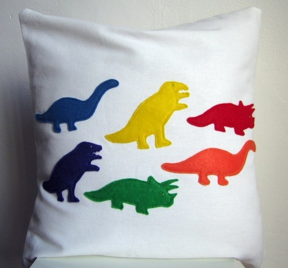 Liam LOVES dino's right now, I wish I was crafty enough to make this!