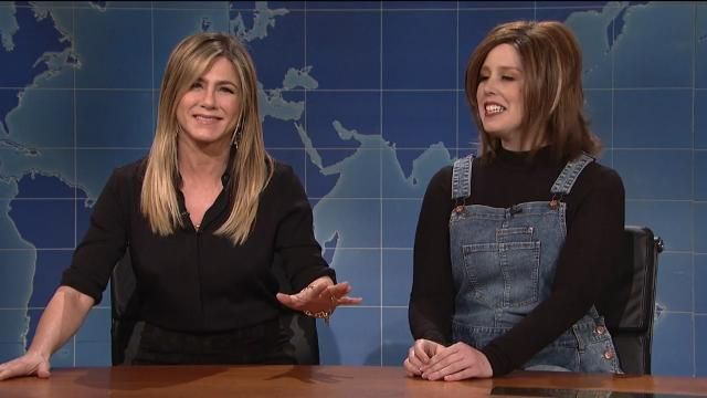 Jennifer Aniston crashes Saturday Night Live, critiques Vanessa Bayer's Rachel impression.