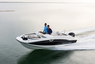 The 210 Deck Boat! High style, meet high capacity. #bayliner #deckboat