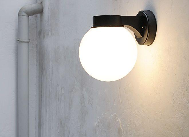 シンプルでレトロなデザインの照明 屋外でもお使いいただけます