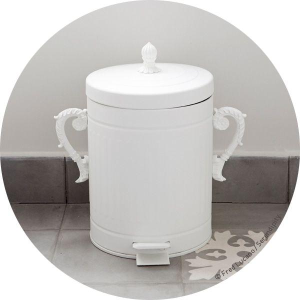 Petite poubelle trash chic par seletti blanche en vente - Petite poubelle de salle de bain ...
