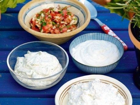 En fräsch kall sås som passar speciellt bra till grillat fläskkött eller grönsaker.