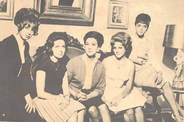 """Los novios de mis hijas.-1964""""Amparo Rivelles, como la mamá y sus hijas eran Maricruz Olivier, Julissa, Blanca Sánchez y Patricia Conde. """""""