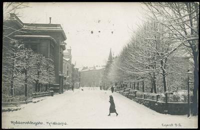 OSLO - Christiania RIDDERVOLDSGATE. Vintermotiv med noen få folk i gata Eneret S. G.. Br. 1919.