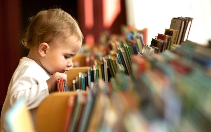 Un cititor înrăit se crește. Pasiunea pentru citit se dezvoltă în timp, cu atenție și dragoste, și mai ales prin exemplu personal. Este știut faptul că lectura îi ajută pe copii să fie mai inteligenți, mai sănătoși și mai bine pregătiți pentru viață. A-i ajuta să devină cititori avizi NU înseamnă a-i învăța să citească, ci a-i ajuta să se bucure de magia lecturii prin expunerea lor la minunate cărți colorate. Iar părinții sunt primii responsabili în sădirea iubirii față de carte. 1…