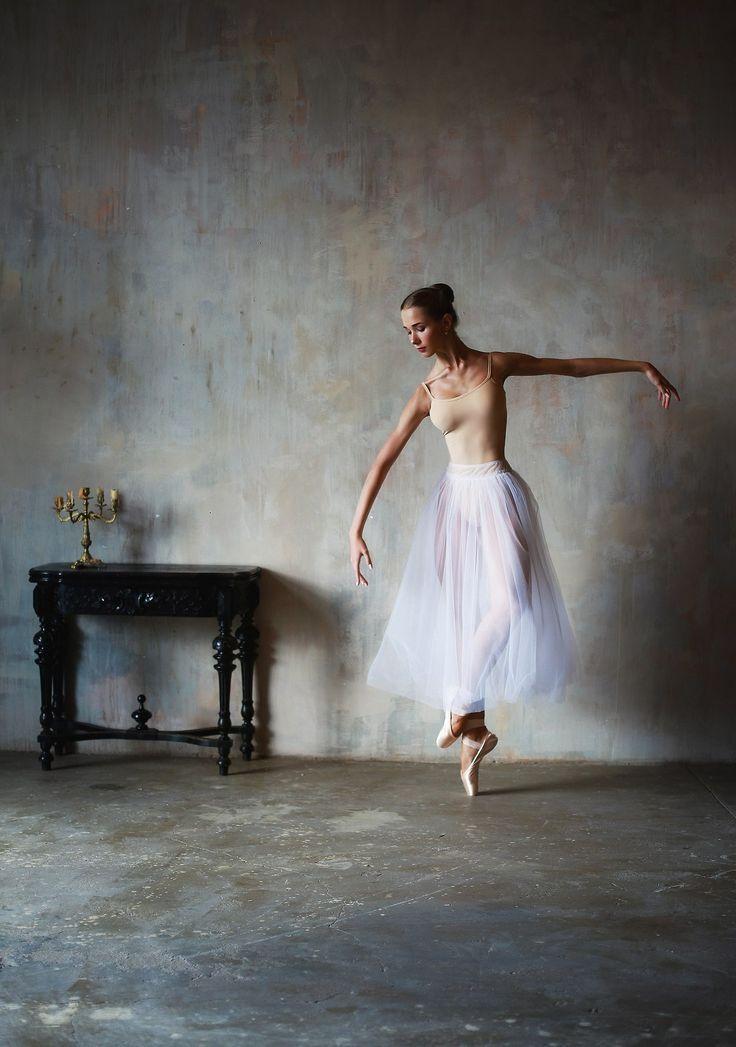 Vaganova Ballet Academy student, Anna Shishanova. Photo by Katerina Zimina.