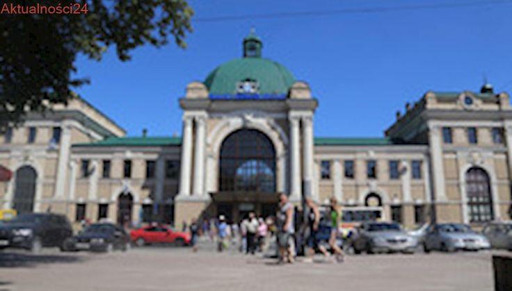 Ukraina. Granat na fasadzie Centrum Kultury Polskiej w Iwano-Frankiwsku