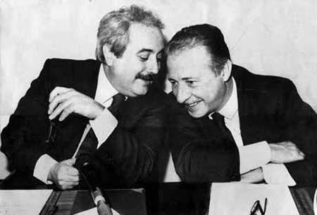 Falcone & Borsellino 2 eroi moderni, 2 italiani.  Onore a loro.