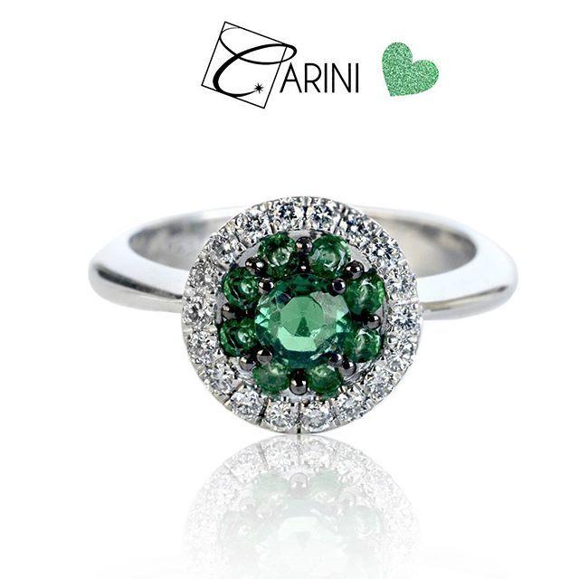 Sei un pensiero speciale.. 💕 Smeraldo ct 0.62 Diamanti ct 0.24 € 1.885 #carinigioielli #diamonds #rings #emerald #sanvalentino #valentinesday #engagement #proposal s #myvalentine #mywife #wedding #bridetobe #brides #etsy #etsyseller #etsysuccess
