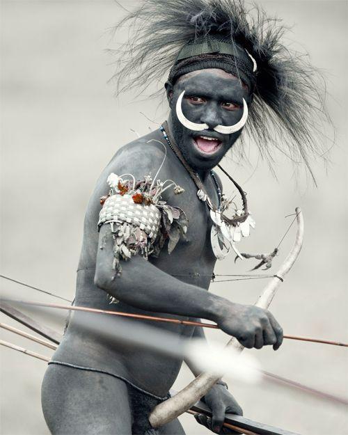 ジミー・ネルソン(Jimmy Nelson) > BEFORE THEY PASS AWAY(http://www.beforethey.com/) > (彼らが消えて行く前に) > 少数民族の文化を記録したプロジェクト > ダニ (パプアニューギニア)