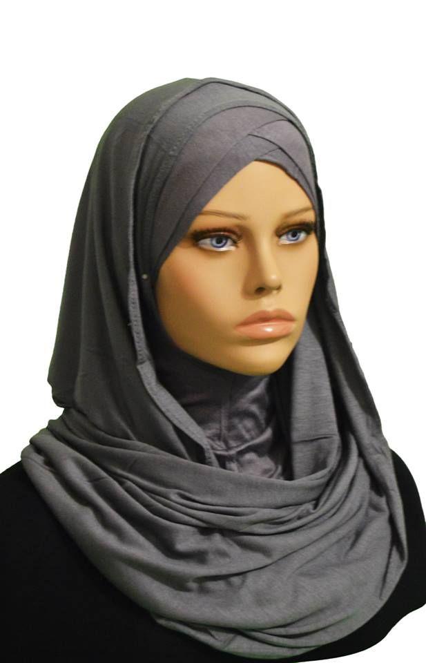 Fiez-vous au chic minimaliste de ce foulard pour accessoiriser votre dressing avec une belle simplicité. Tissé de couleur unie, c'est l'idéale pour une femme simplement chic