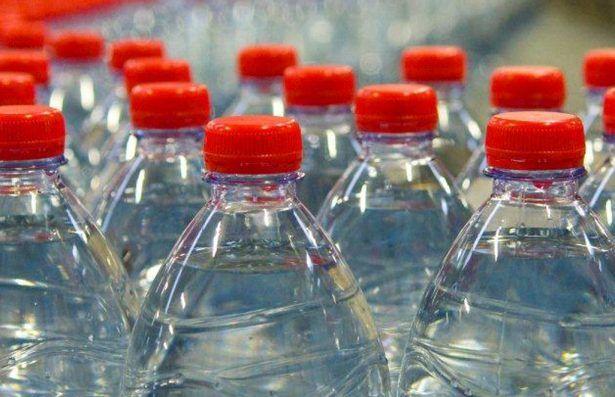 Acqua minerale contaminata, il ministero ha disposto il ritiro, ecco quali sono le marche