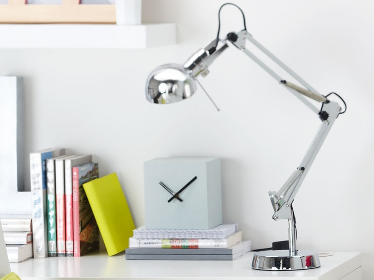 Great to decorate tables and desks, this Tutti table lamp will nicely bring light when the evening comes.