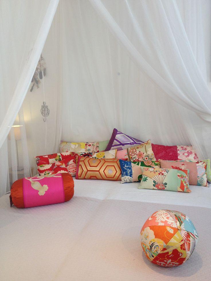 Under a beautiful mosquito net from www.klamboe.com  kimono cushions from Carolina Breuer