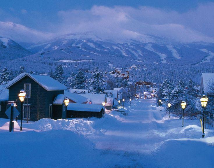 Брекенридж, Колорадо, США Городок расположен на высоте 2900 метров над уровнем моря. Здесь расположен один из наиболее посещаемых в США в последние годы горнолыжных курортов — Breckenridge Ski Resort.