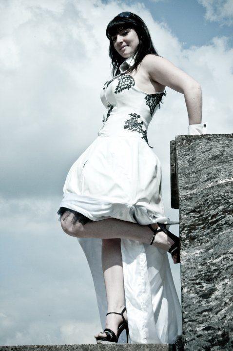 Robe de mariée cuir noir et blanc  Robe de mariée  Pinterest ...