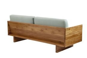 sofa em pranchas de madeira