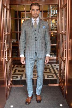 2015-06-05のファッションスナップ。着用アイテム・キーワードはグレースーツ, シャツ, スリーピーススーツ, チェックスーツ, ネクタイ, ポケットチーフ, モンクストラップ,etc. 理想の着こなし・コーディネートがきっとここに。| No:111598