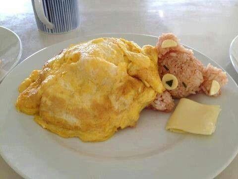 Gebakken ei, bruine rijst en kaas. Zo wil iedereen wel zijn ontbijt. :-)