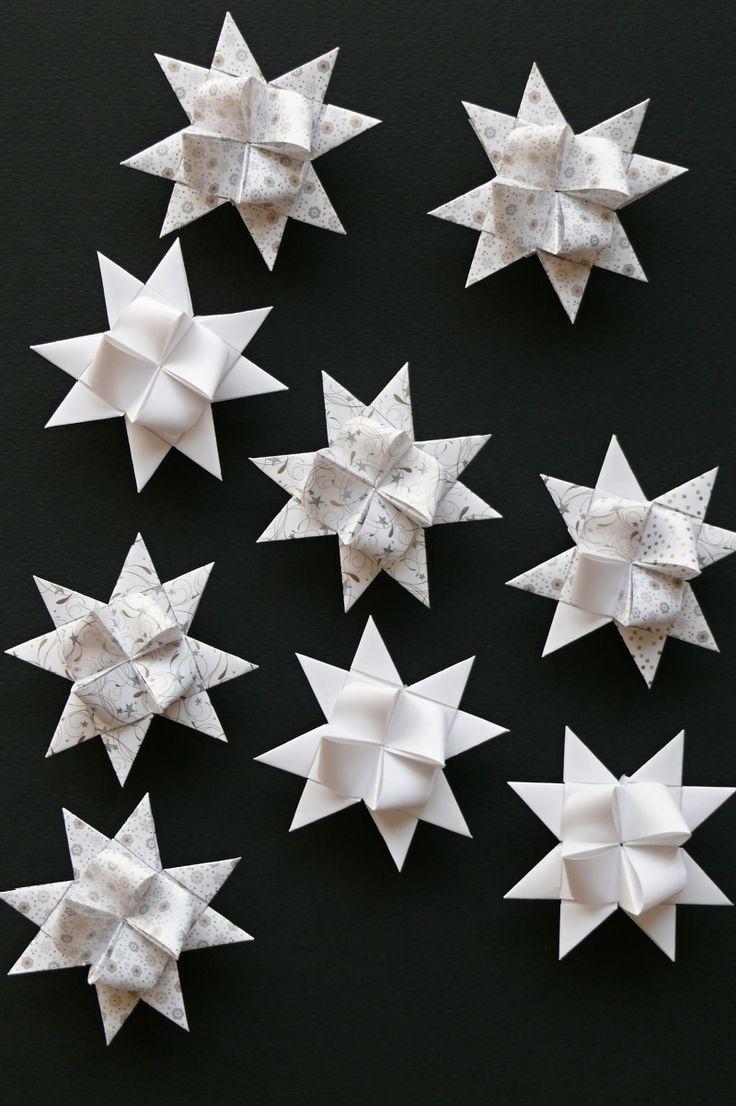 Hvězdičky z papíru 7 cm bílé Cena za 1 kus. Lze použít jako ozdoby na vánoční stromeček.
