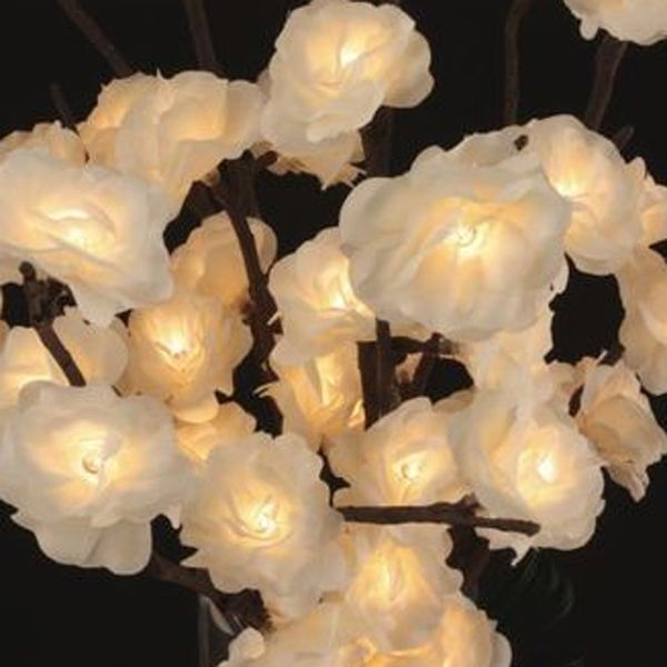 Our lighted mini roses are available with battery packs to enable you to create wonderful table displays without the hassle of hiding a power cord.  Each battery pack requires 3-AA batteries and provi...