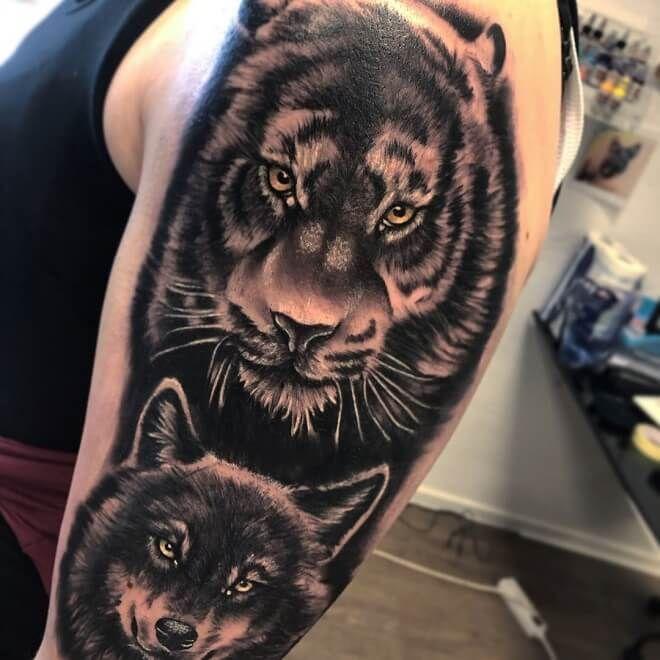 Tiger mit Wolf Tattoo 40+ Erstaunliche Wolf Tattoo Designs für Männer | Beste Wolf Tatto …
