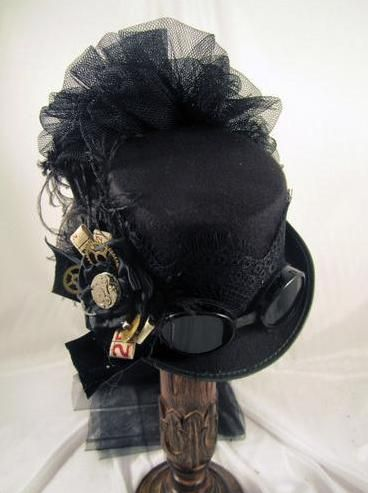 Riding hat, on its way from Jillie Kat Hats (ebay).
