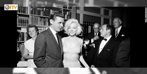 """Marilyn Monroenun eşyaları satışta : Marilyn Monroenun ikonik elbisesi ABDnin Los Angeles kentinde satışa çıkıyor. Monroe bu elbiseyi 1962de ABD Başkanı John F. Kennedynin doğum gününde giymiş ve hafızalara kazınan """"İyi ki doğdun Bay Başkan"""" şarkısını söylemişti.  http://www.haberdex.com/turkiye/Marilyn-Monroe-nun-esyalari-satista/85017?kaynak=feeds #Türkiye   #Monroe #Marilyn #hafızalara #giymiş #doğum"""
