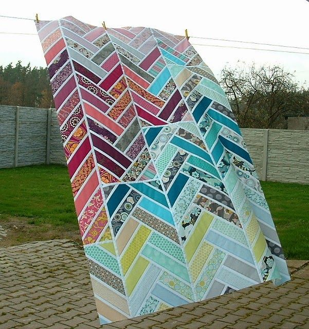 "Beautiful broken herringbone blocks in this ""Summertime Sadness"" quilt by Vera of Negligent Style. Tutorial found here: http://www.play-crafts.com/blog/tutorials/broken-herringbone-block/"