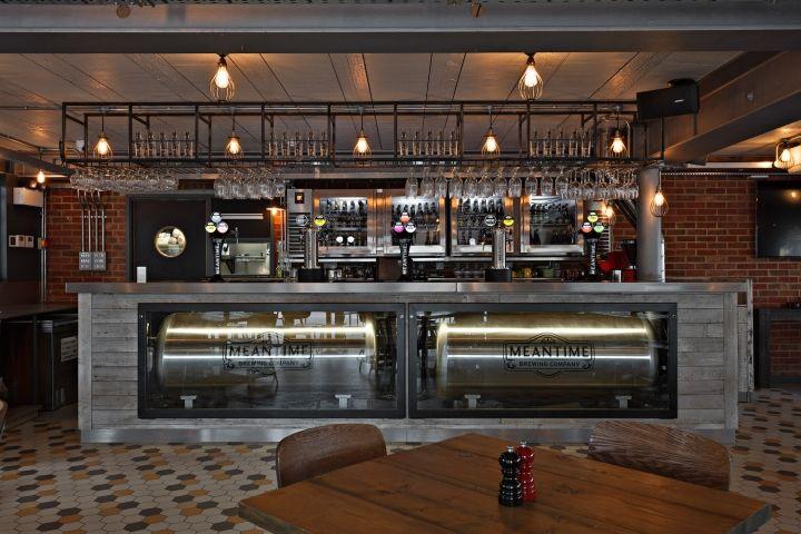 Интерьер бара при пивоварне Meantime, Лондон