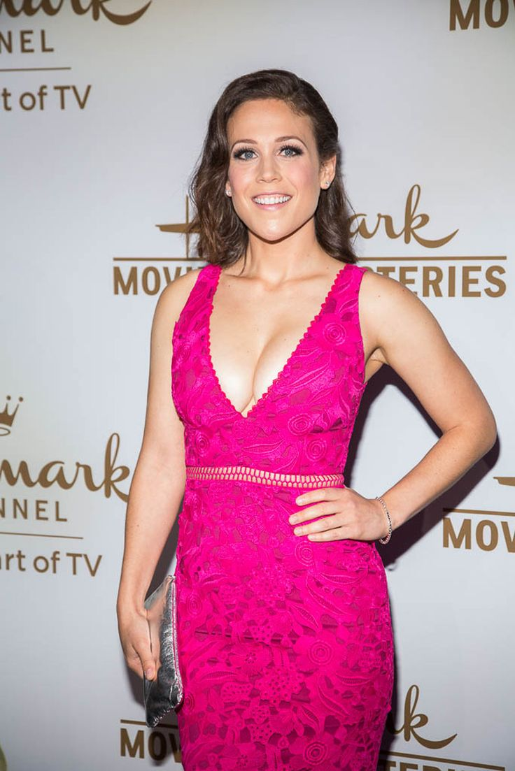Hallmark Channel & Hallmark Movies & Mysteries TCA 2017 - When Calls the Heart's Erin Krakow is stunning! Season 5 returns in 2018!