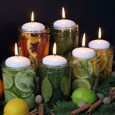 Kdybyste si o svátcích chtěli PROVONĚT BYT nebo dům něčím doma vyrobeným, naplňte si sklenice jehličím, plátky citrusů, různým vánočním kořením, bylinkami..., zalijte je vodou, uzavřete a dejte na týden do lednice.  Pak víčka odstraňte, sklenice třeba ještě převažte ozdobnou mašlí a na hladinu položte hořící svíčku. – viz. příloha