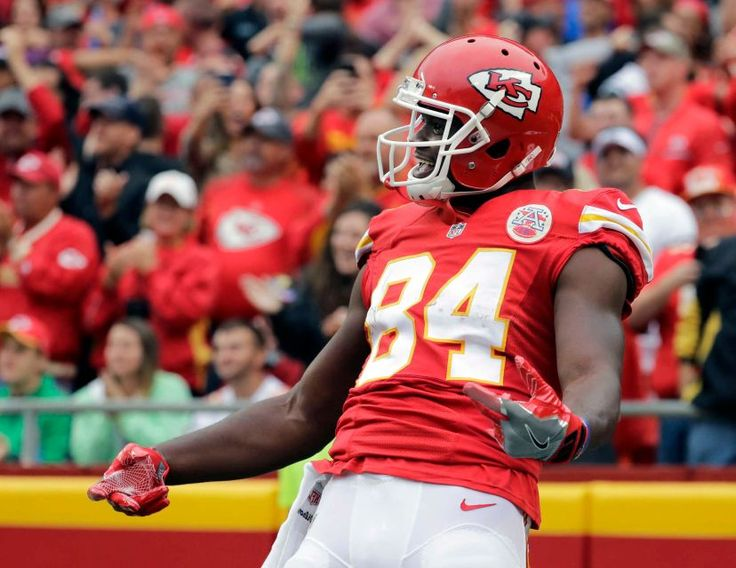 Kansas City Chiefs tight end Demetrius Harris celebrates his touchdown on a New York Jets fumble for a turnover during the first half of an NFL game in Kansas City, Mo., Sunday, Sept. 25, 2016.