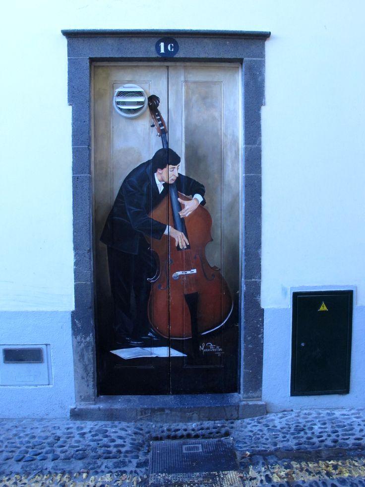 Puerta contrabaja. Madeira
