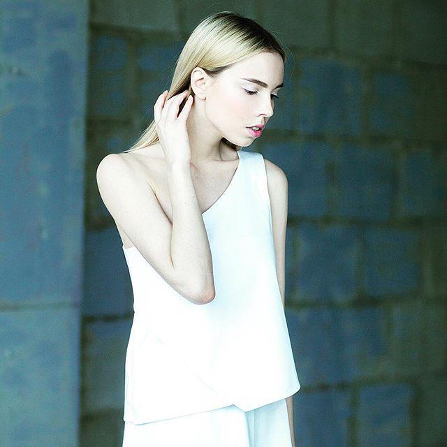 До лета осталось всего 4 дня ☀️ стильный топ из нашей новой коллекции станет отличным дополнением к вашему гардеробу! Цена: 3300 руб. Для заказа пишите в директ. #ss2016collection #ss2016 #cotton #collection #cleanline #minimalism #designer #fashiondesigner #fashion #followme #simple #style #naturalfabric #коллекциявесналето2016 #весналето2016 #мода #дизайнерскаяодежда #чистыелинии #натуральныеткани #минимализм #купитьодежду #хлопок #одеждадляженщин