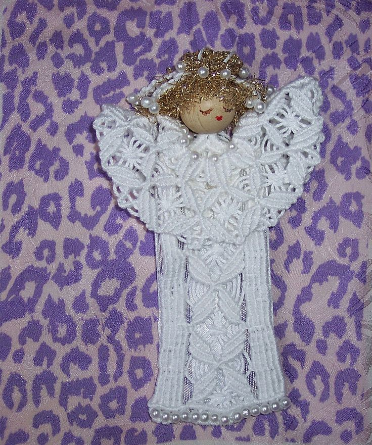 https://flic.kr/p/7us1AQ | Angelo vestito da sposa | A pizzo macramè su filo di cotone, con perline. ll modello è di Adriana Lazzari.