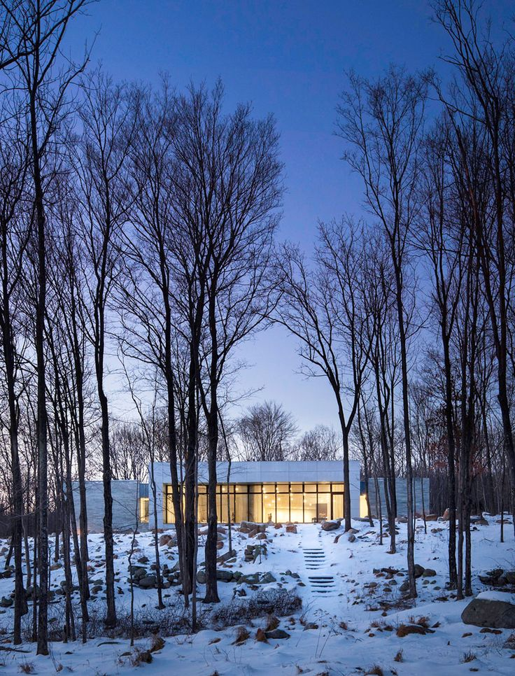 Artful House Envisioned as a Personal Refuge in the Woods - http://www.homesdecors.com/artful-house-envisioned-as-a-personal-refuge-in-the-woods