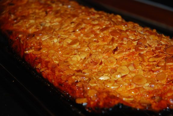 Grillet lakseside med honning og hasselnøddeflager